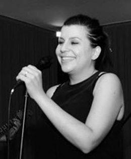Alexandra Scholten (vocals)